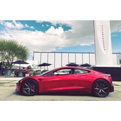 Tesla представит обновлённые Roadster и Semi в конце года