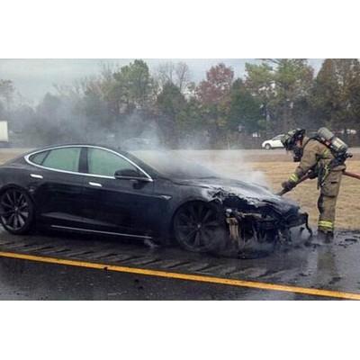 Пожарные признались, что не подготовлены к тушению электрокаров