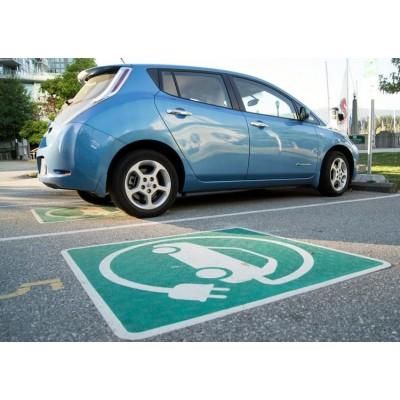 В России появились первые парковки исключительно для электромоби