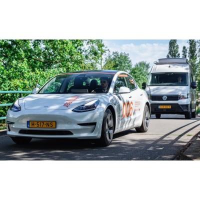 Голландская компания улучшила Tesla, установив на нее солнечные